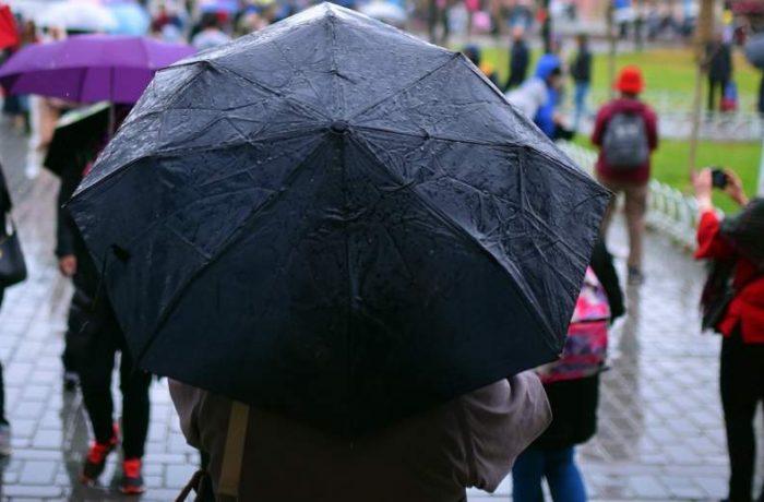 ANM: ploi însemnate cantitativ, instabilitate atmosferică şi intensificări ale vântului, la nivelul întregii ţări