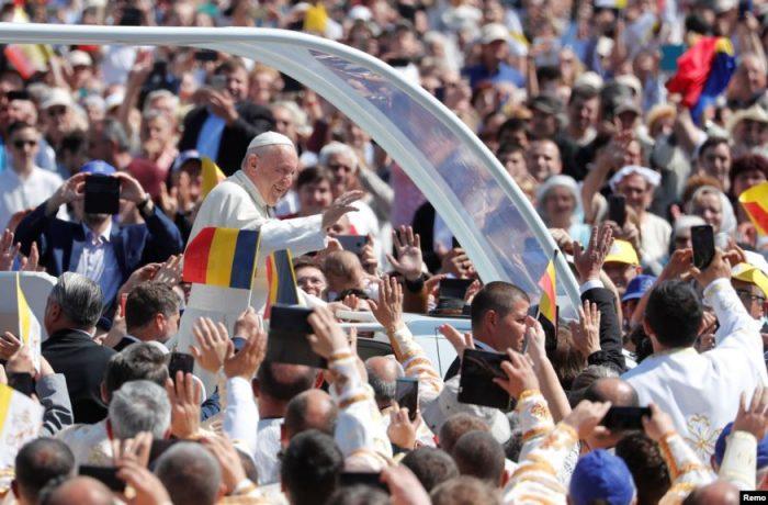 Moment istoric la Blaj: Papa Francisc a beatificat șapte eroi martiri (Video)