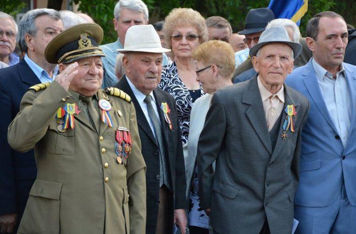 De Ziua Eroilor, senatorii au tăiat drepturile veteranilor