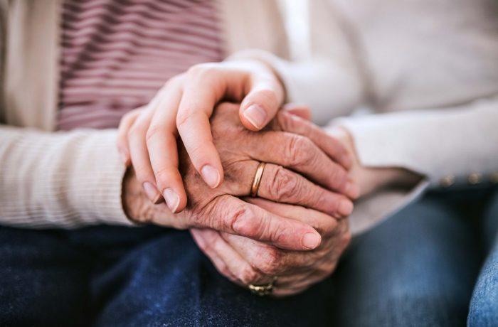 Numărul românilor de peste 65 de ani l-a depăşit pe al celor sub 15 ani