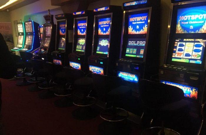 Sălile de jocuri de noroc, verificate de polițiști