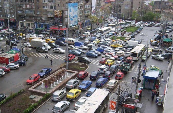Mai multe mașini, mai mult asfalt, mai puțin aer curat