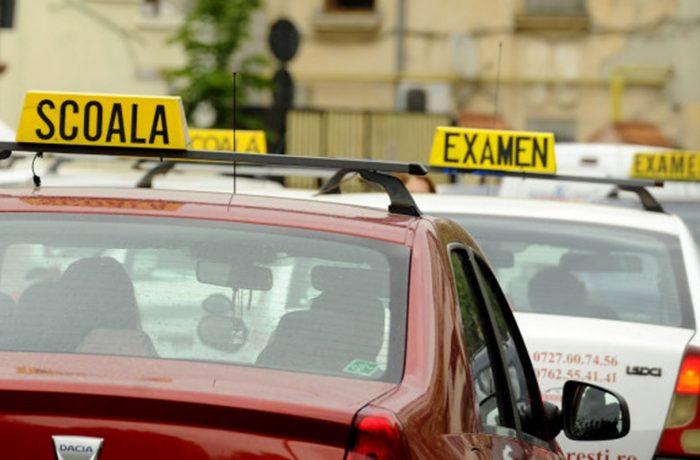 La Vasrom, elevii aflaţi în vacanţă învaţă şoferitul