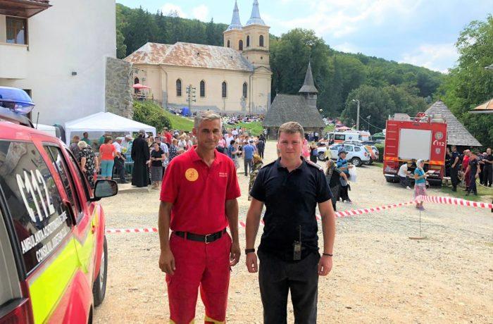Pompierii clujeni, alături de pelerinii care participă la hramul Mănăstirii Nicula