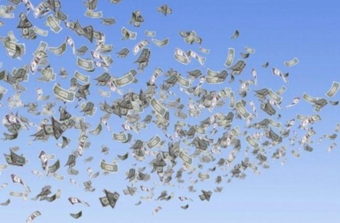 """Banii din elicopter"" și ""Lebăda Neagră"""