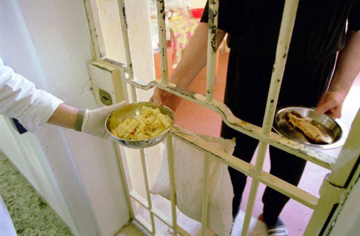 """Mai mulți bani pentru """"normele de hrană"""" ale deținuților"""
