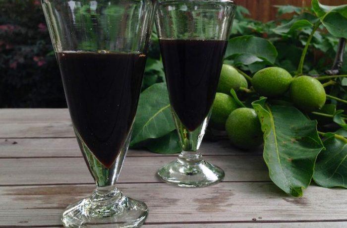 Lichior de leac,  din nuci verzi (rețetă mănăstirească)
