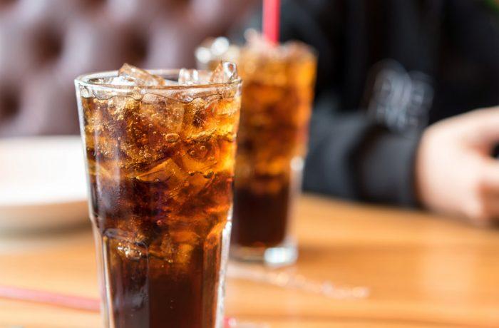 Guvernul vrea taxă pe zahărul din băuturile răcoritoare
