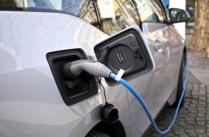 Programul RABLA PLUS 2019. Românii, tot interesaţi că cumpere maşini electrice sau hibrid
