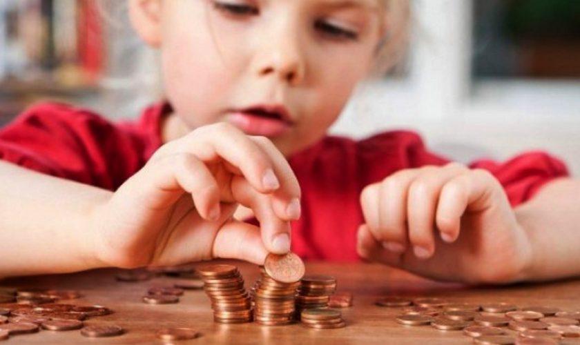 """Cîțu a anunțat că majorarea alocațiilor pentru copii se va face """"în jur de 15%"""""""