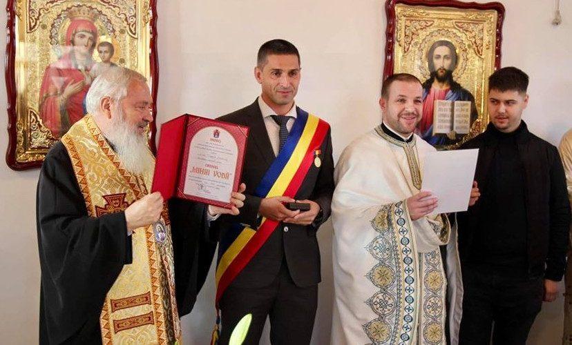 """Ordinul bisericesc  """"Mihai Vodă"""" pentru primarul comunei Mica"""