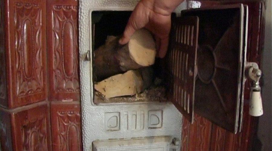 Sondaj: 43% dintre români se încălzesc cu soba cu lemn, cărbune sau gaz natural