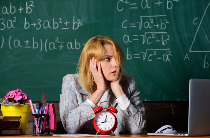 În învățământ, femeile pot opta să se pensioneze la 65 de ani