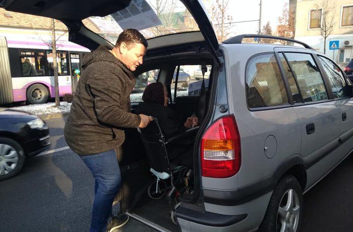 """Transport gratuit pentru persoane cu dizabilități,  un proiect al Fundației """"Inima Copilului"""" Cluj"""
