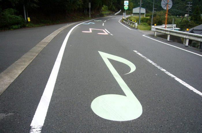 """Pentru siguranța circulației, CNAIR vrea parapete elastice cu cabluri, """"drumuri muzicale"""" și """"roboței de ghidare"""""""