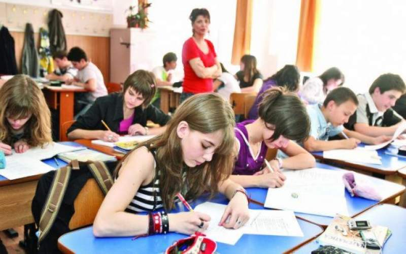Mai puțini elevi în clase