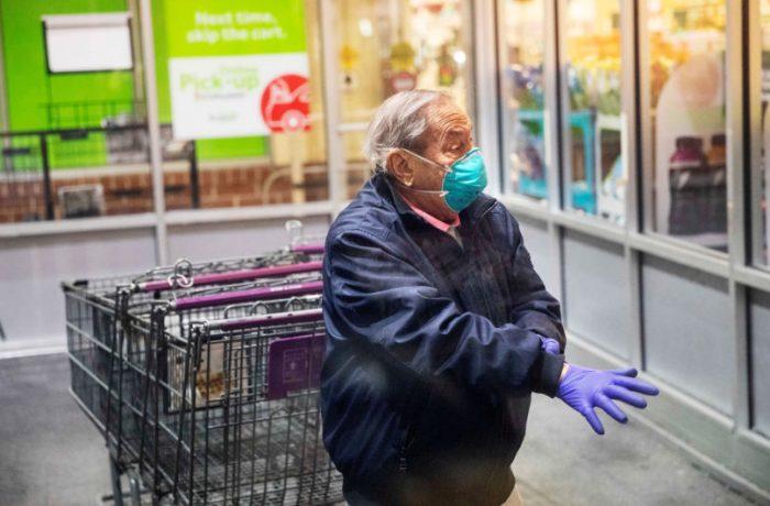 Orarul impus persoanelor de peste 65 de ani va fi modificat