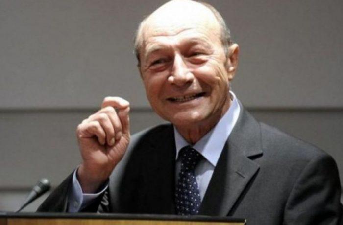 Traian Băsescu are idei. Mai vrea o lună de stare de urgență și întărirea carantinei!
