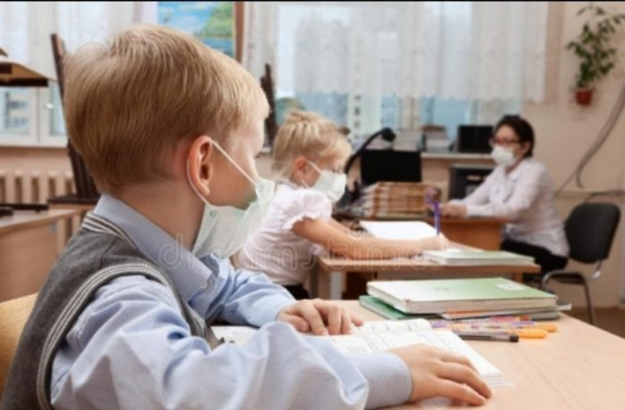 Adeverința medicală pentru înscrierea în colectivitate și avizul epidemiologic sunt obligatorii pentru elevi, la începerea noului an școlar