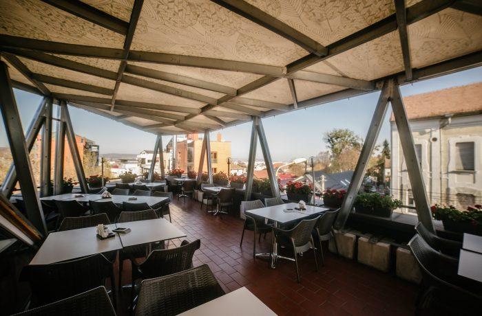 Restaurantele vor fi deschise în trei etape