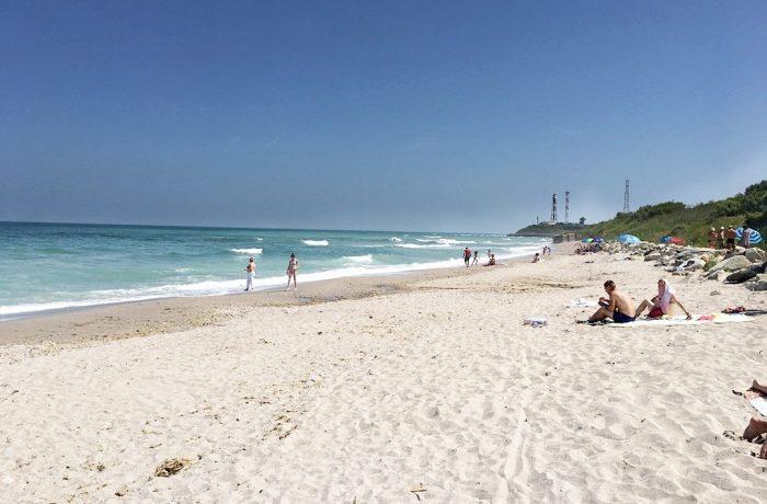 Guvernul ne dă voie să facem plajă, la mare, pe cearșaf!