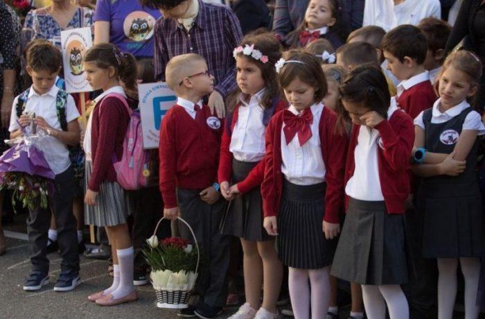 Anisie s-a răzgândit: vor fi serbări de sfârșit de an în curtea școlii!