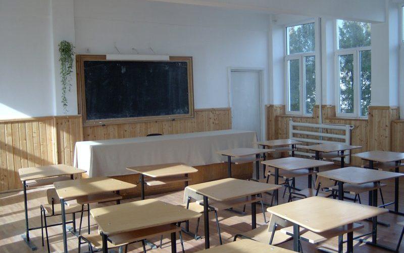 Se închide prima școală din județul Cluj. Elevii din Mintiul Gherlii vor desfășura cursurile online