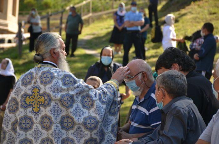 Credincioșii se vor închina de la distanță la icoana făcătoare de minuni de la Nicula