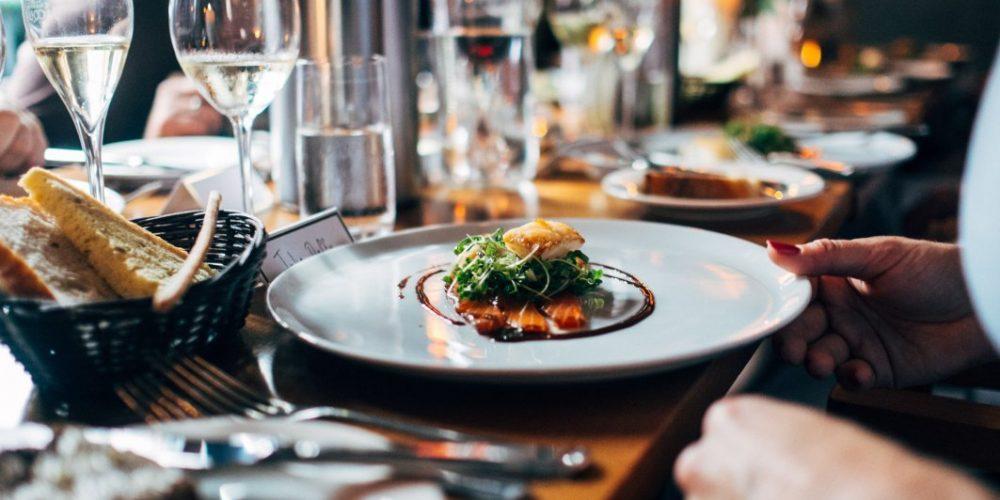 Se redeschid restaurantele de la 1 septembrie