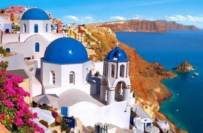 Grecia va începe să taxeze turiştii pentru serviciile medicale
