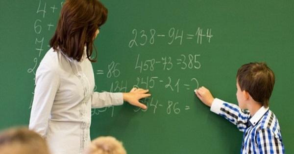 Guvernul a suplimentat posturile din învăţământ: 750 de posturi noi în preuniversitar