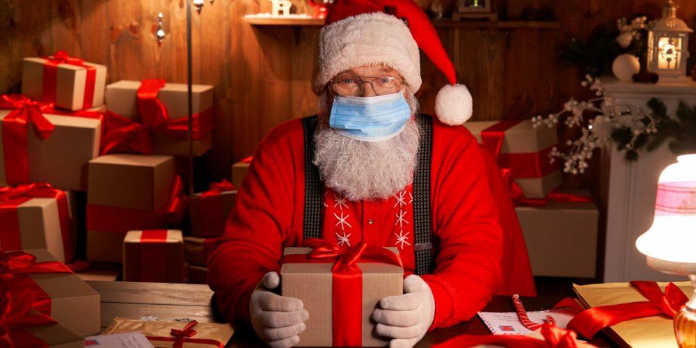 Recomandările Comisiei Europene pentru Crăciun și Revelion: Fără colindat, iar reuniunile să fie restrânse și cu mască de protecție în casă.