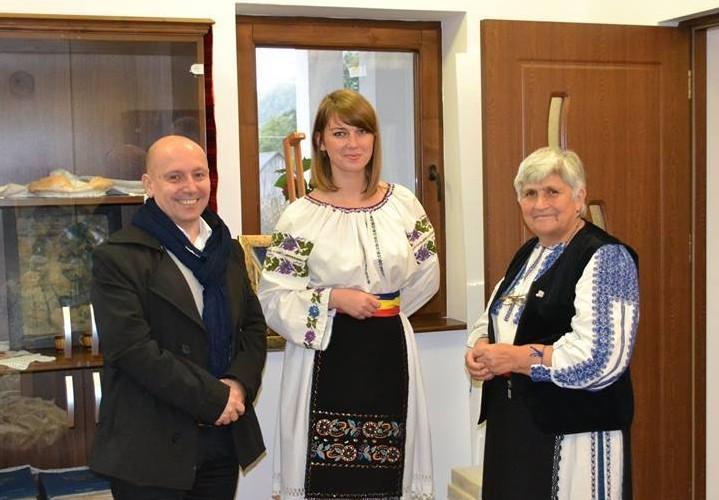 """Şcoala de Arte """"Tudor Jarda"""" din Cluj, are o secţie de ţesut-cusut la Căşeiu"""
