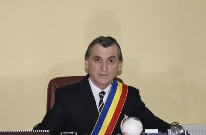 """Primarul municipiului Dej urează """"La mulţi ani"""" tuturor doamnelor şi domnişoarelor"""