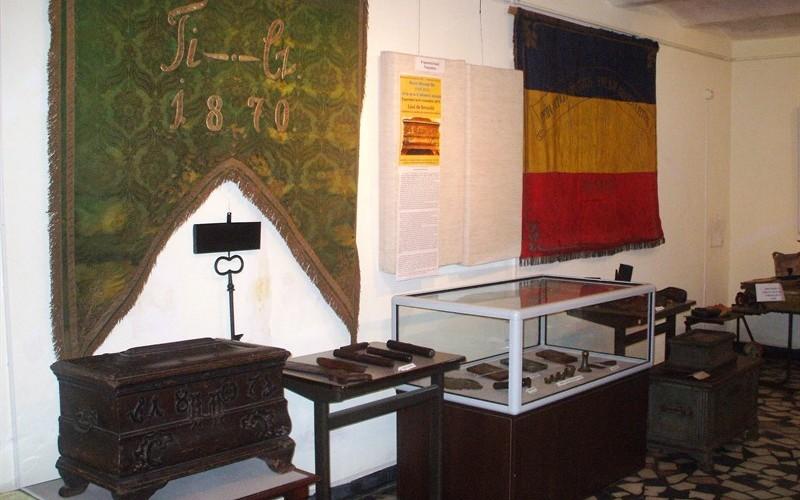 """""""Lăzi de breaslă, simboluri și unelte ale meșterilor dejeni"""", la Muzeul Municipal Dej"""
