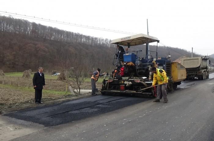 S-a turnat ultimul strat de asfalt în cadrul proeictului european de modernizare a străzilor din Dej