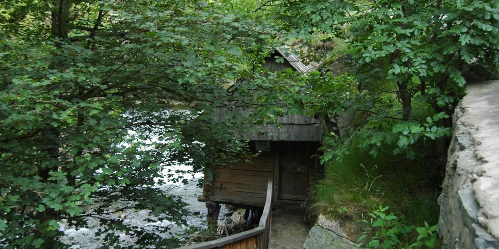 De văzut: Cascada Bigăr şi morile de la Rudăria