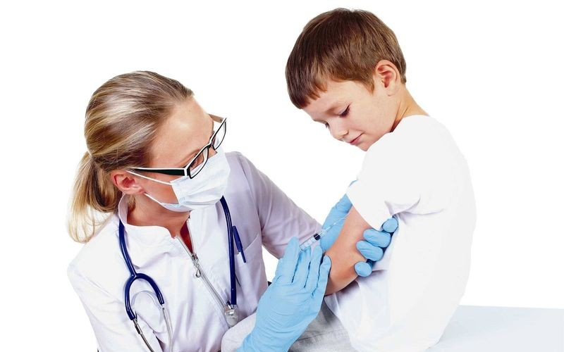 Medicii de familie reîncep imunizarea copiilor