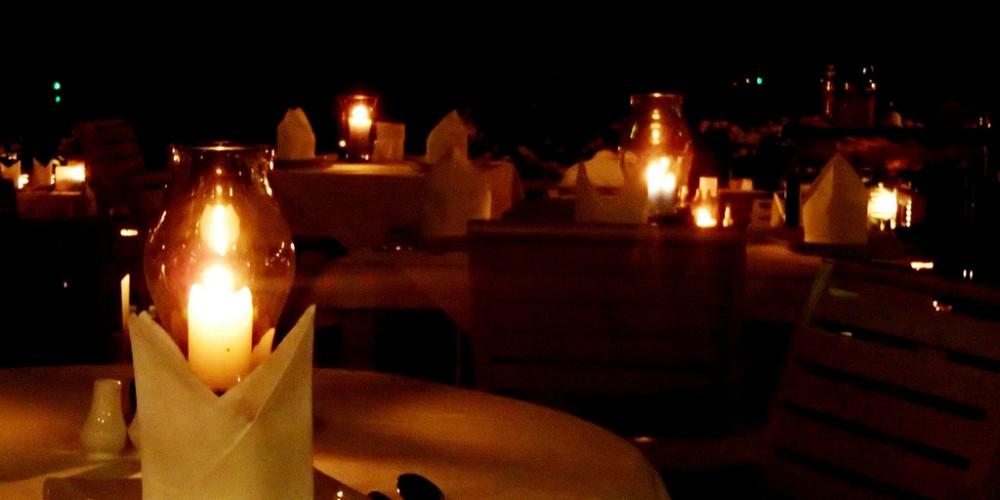 ISU: Folosirea făcliilor sau a lumânărilor la teatru, operă, în restaurante sau cluburi, interzisă!