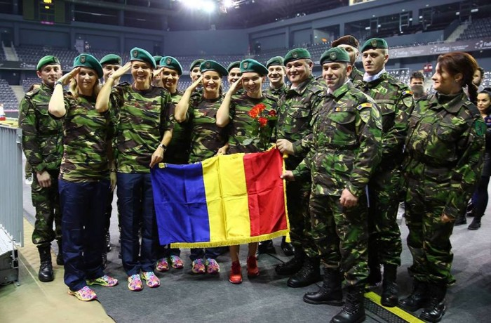 """Simona Halep și colegele de echipă, """"înarmate"""" cu încurajările militarilor, inclusiv ale Dragonilor Transilvani din Afganistan"""