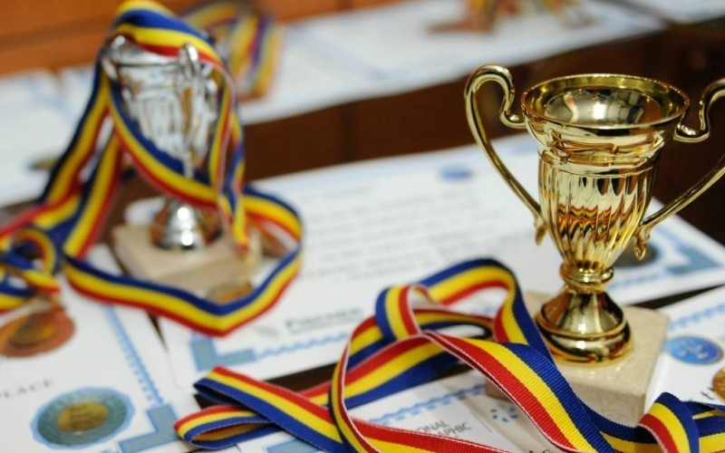 Ministerul Educaţiei propune majorarea premiilor pentru olimpicii naţionali