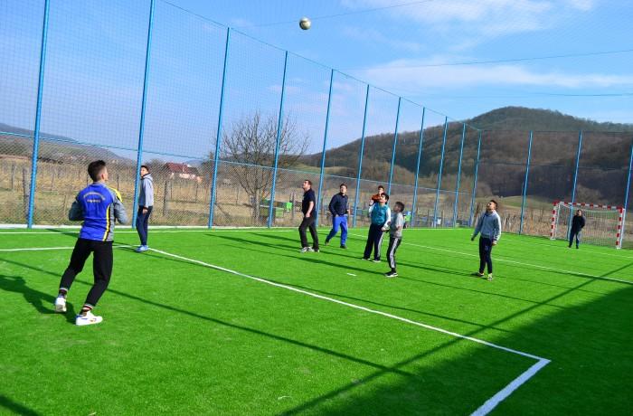 Şomcutul Mic are teren de minifotbal – video