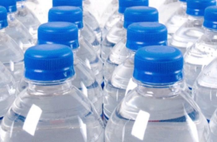 Protecţia Consumatorului (ANPC) a descoperit 5 sortimente de apă plată, periculoase pentru consum