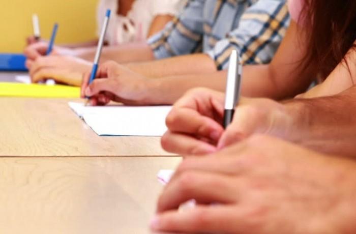 Elevii şi studenţii nu mai sunt obligaţi să prezinte documente legalizate  la înscriere