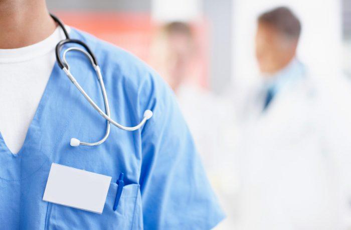 Medicii de la oraş îşi pot continua activitatea după împlinirea vârstei de pensionare