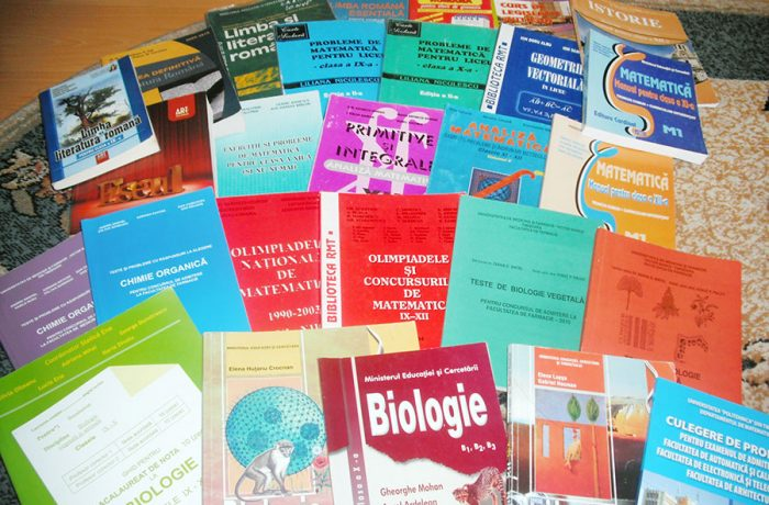 În județul Cluj, manualele școlare sunt asigurate pentru majoritatea claselor!