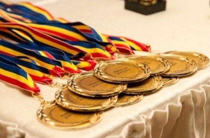 Premii pentru elevii care au obținut 10 la examenele naționale