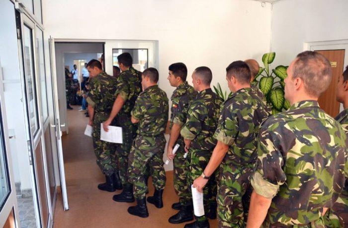 Pregătire militară voluntară, pentru liceeni și studenți