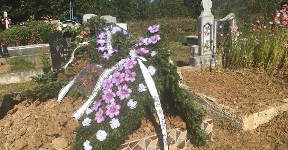O singură viață și două înmormântări!