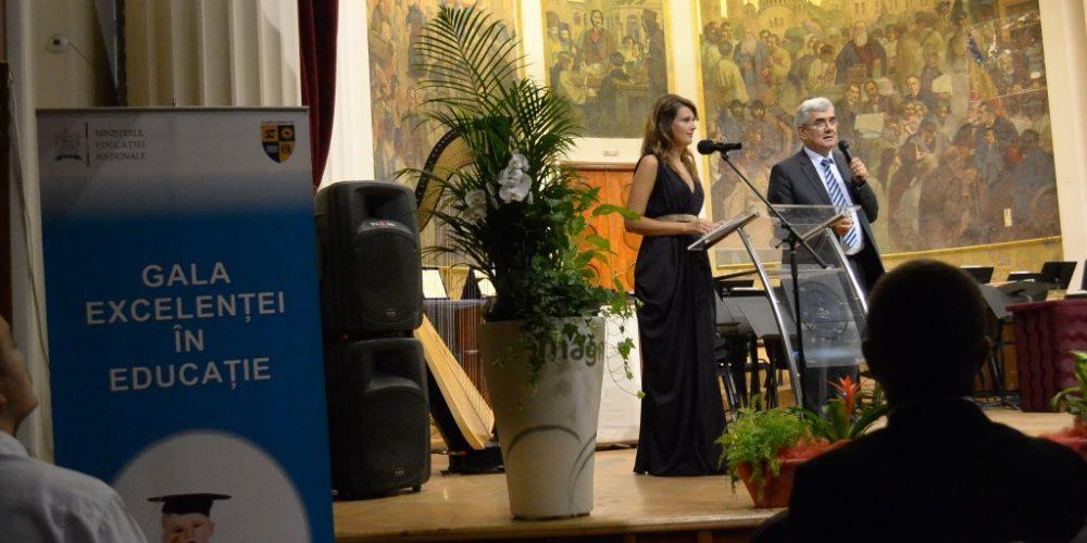 """Cinci profesori din Dej și unul din Unguraș, premiați la """"Gala Excelenței în Educație"""""""
